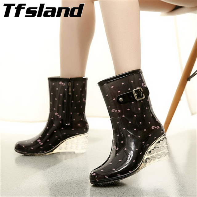 Baru Wanita Kartun Pvc Hujan Sepatu Boot Wedges Pendek Jelly Warna-warni Musim  Semi Musim 34875a1f56