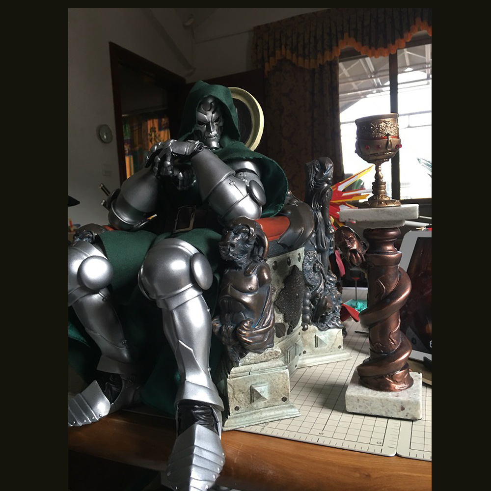 New Arrival 1/4 Scale Dr. Doctor Doom on Throne Statue Recast Limited QTY 1 1 scale life size scale prop hellboy right hand of doom replica new