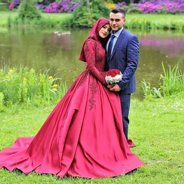 2017 Long Sleeve Muslim Wedding Dresses With Hijab Dress Satin Arabic Red A Line