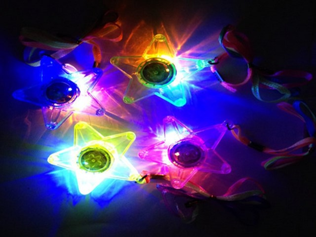 DHL Freeshipping 100pcs LED Glowing Little Star Necklace Flashing Hanging Light-up Kids Toys Birthday Party Favors