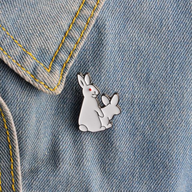 1pcs Cartoon Cute 2 White Rabbits Evil Brooch Pins Animal Brooch Denim Jacket Pi