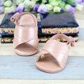 Comercio al por mayor Genuino cuero Primeros Caminante Zapatos de Bebé de Interior Chaussure recién nacidos muchachas de los Bebés zapatos de Bebé Mocasines de Gamuza