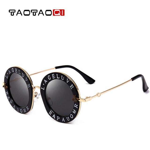 TAOTAOQI O Novo Mulheres Carta Abelha de Plástico óculos de Sol Das  Mulheres Designer De Marca 6cb49ba96c
