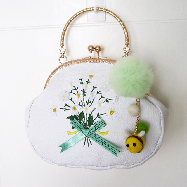 New Arrival Japan Style Bouquet Bee Frame PU Chain Embroidery Appliques Bow Flower Wool Felt Women Messenger Shoulder Bag Totes
