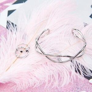 Image 4 - 2 stücke Natürliche Straußen Federn Weiß Rosa Blau Fotografie Zubehör DIY Dekoration für Armband Ring Schmuck Lippenstift Kosmetische