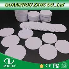 (100 قطعة/الوحدة) F08 (متوافق MF1 S50) للماء 25mm x 1mm 13.56 MHz RFID Promixity علامة PVC عملة بطاقة