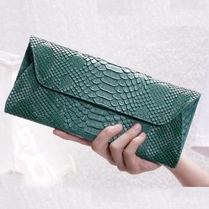 Image 2 - Yirenfang Women Leather Handbags Clutch Fashion Women Messenger Bags Clutch Small Crocodile Pattern Genuine Leather Womens Bag