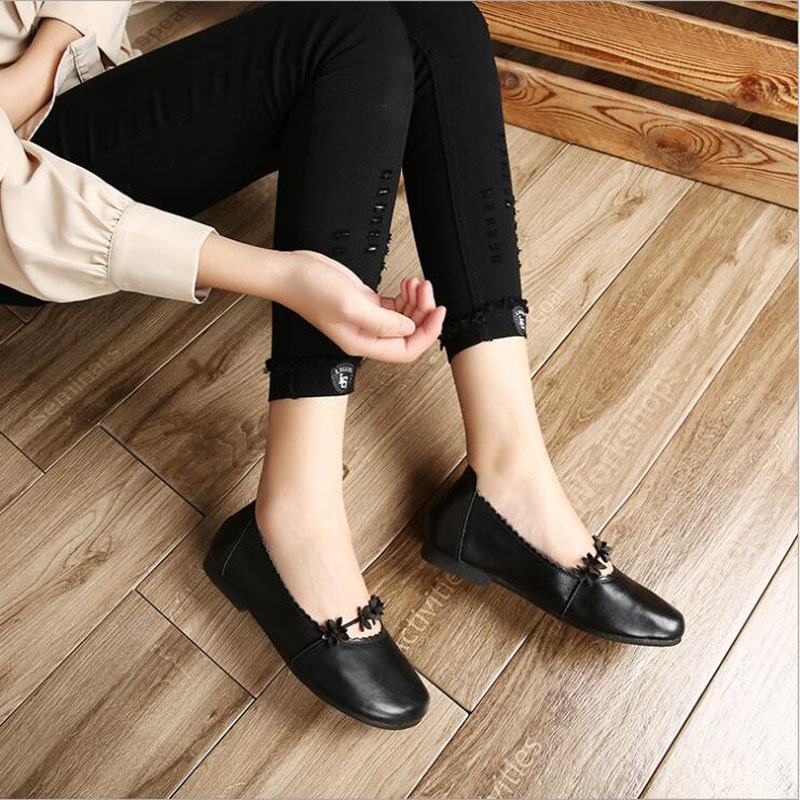 Women Flats NEW Spring And Autumn Genuine Leather Soft Flat Driving Shoes Women Shoes Mother Shoes Female Moccasins in Women 39 s Flats from Shoes
