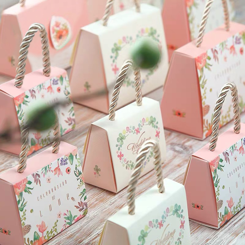 AVEBIEN 50pcs Romantic Clover Flower Candy Box Wedding Favors And Gifts Candy Boxs Pink Love Hand Bag Chocolate Paper Gift Box
