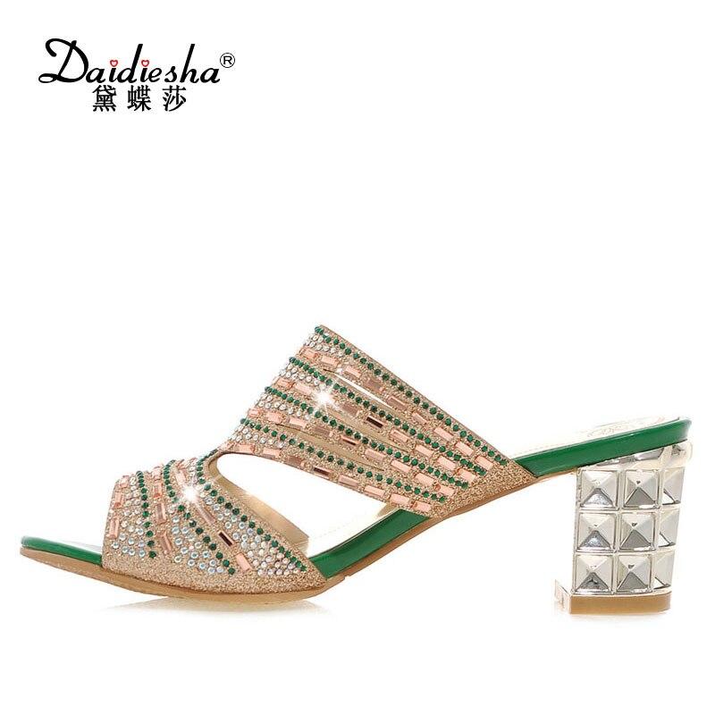 Daidiesha плюс Размеры 32-46 смешанный Цвет сверкающие со стразами и открытым носком летние Направляющие удобные зеркало высокий каблук Коренаст...