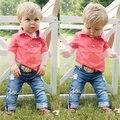 Crianças Meninos Conjuntos de Roupas de Verão Criança de Manga Curta Crianças Camisas Vermelhas T + Calças de Brim Buracos 2 PCS Traje Treino Outfit
