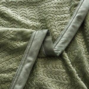Image 5 - 300GSM لينة الدافئة تنقش الفانيلا البطانيات ل سرير الصلبة الصيف رمي الشتاء المفرش المرجانية الصوف منقوشة البطانيات