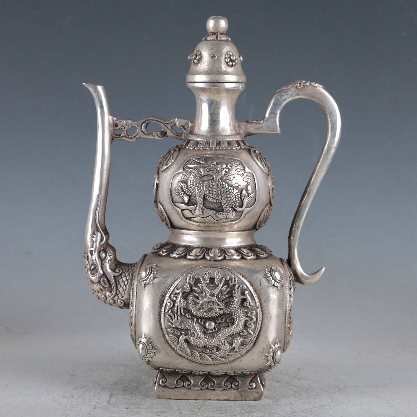 Chinese Silvering Copper Dragon Teapot Made During The Da Ming XuandeChinese Silvering Copper Dragon Teapot Made During The Da Ming Xuande