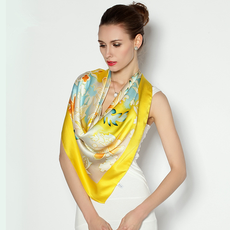 Nouveau style femmes foulards fleurs impression 100% soie carré écharpe costume accessoires femmes écharpes et enveloppes
