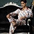 2017 Pijamas de Hombre Nuevos Hombres de la Llegada Da Vuelta-Abajo Al Collar ropa de Dormir Conjuntos de Pijamas de Seda de Imitación Suave Botón de La Manga Completa Pijamas 7208