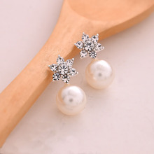 цена на Hot 1 Pair Women Girl Elegant Charming Crystal Rhinestone Pearl Earrings Jewelry Ear Stud Gift