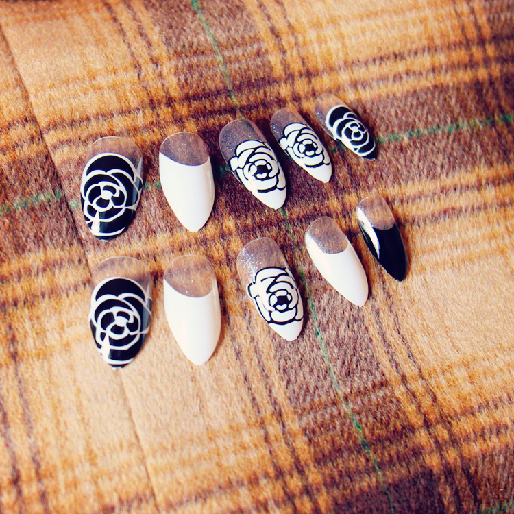 French black and white pure color false nails Cute rose pattern fake ...