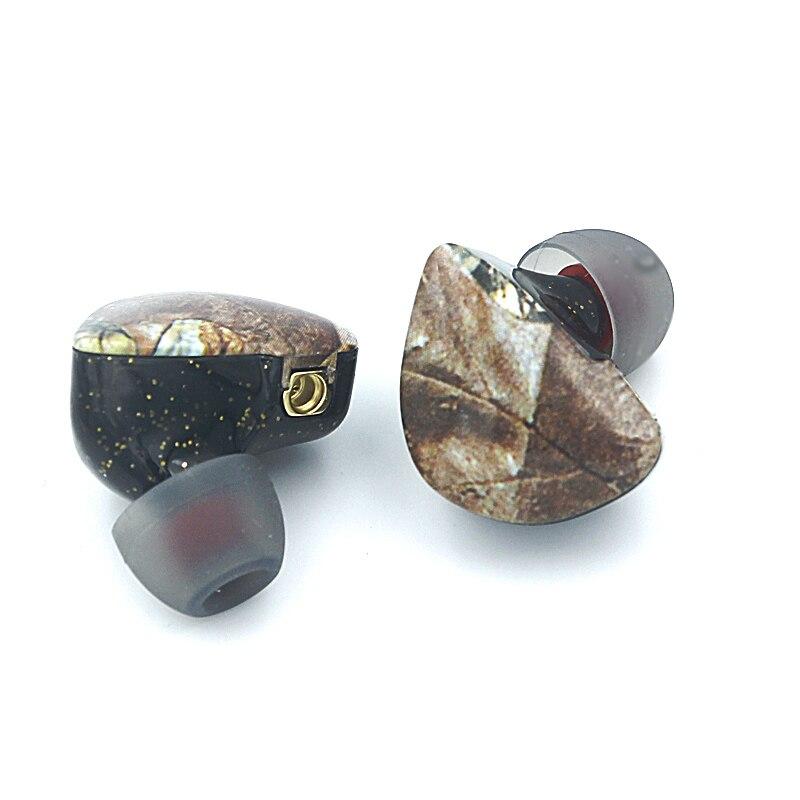 fone de ouvido preto com cabo mmcx