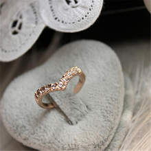 2019 New Fashion Jewelry Ring V-type Unique Design Inlaid Imitation Crystal Ring Jewelry Wholesale(China)