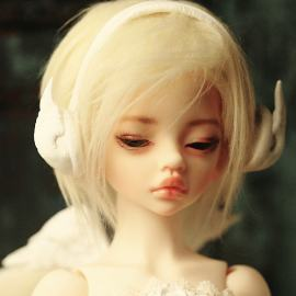 1 4bjd Larina semi closed eyes fashion doll cute toy joint type