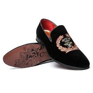 Image 2 - 刺繍ファッション男性ローファースエード革の靴のサイズ 38 45 スリップオンカジュアルオックスフォードドレスシューズ干潟を駆動する