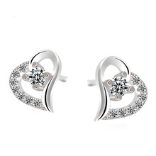 цена 100% 925 sterling silver romantic love heart shiny crystal ladies`stud earrings jewelry female Anti allergy drop shipping gift в интернет-магазинах