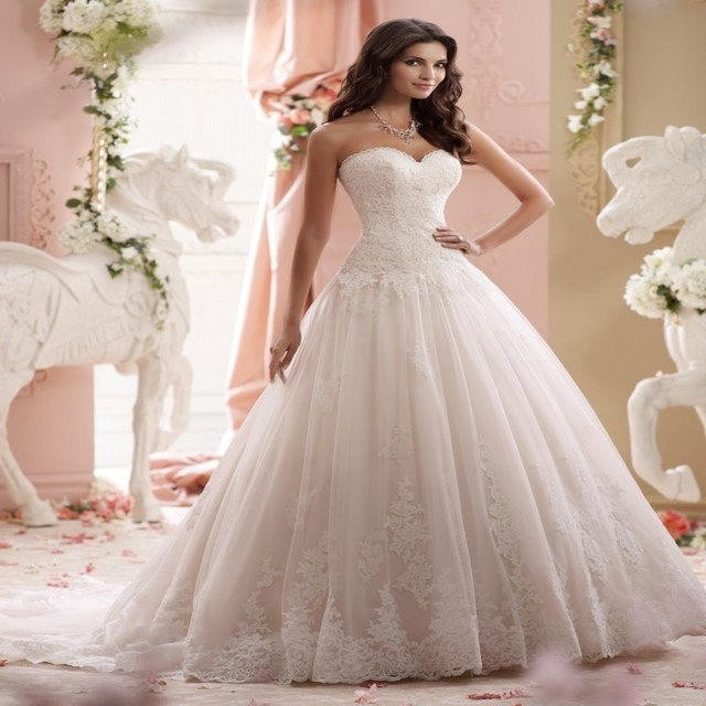 2015 Gorgeous Ivory Ball Gown David Tutera Wedding Dress Strapless Tulle  Zipper Back Chapel Train Vestido