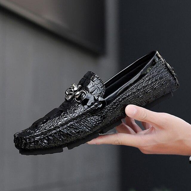6211be5606 Homens sapatos Mocassins Mocassim de Couro de Crocodilo Estilo Calçado Slip  On Plano de Condução Gommino