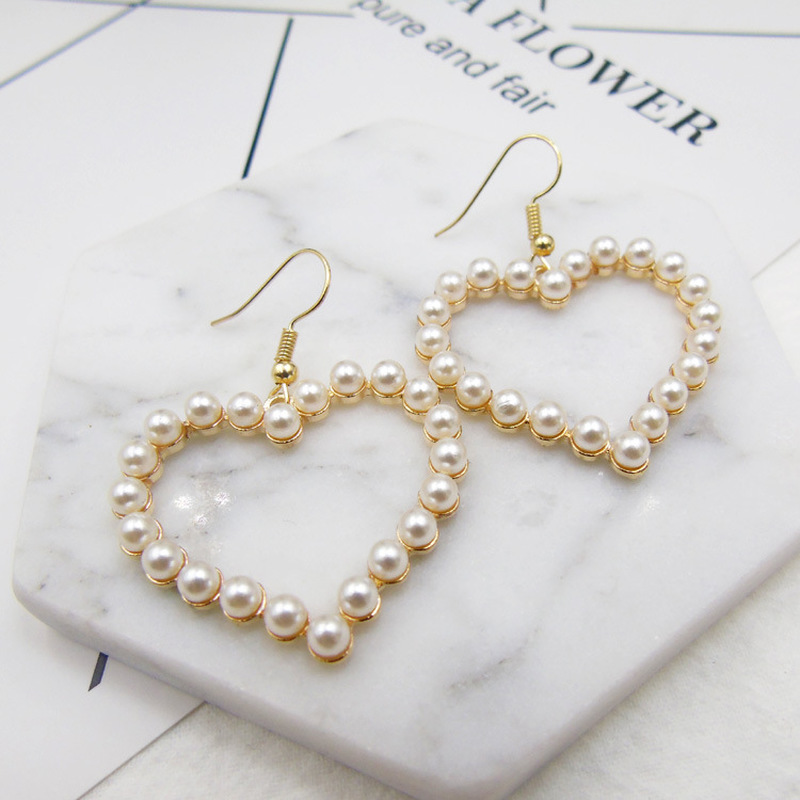 2019 New Korean Fashion Sweet Pearl Earrings Lovely Heart Shaped Hollow Heart Exaggerated Earrings for Women