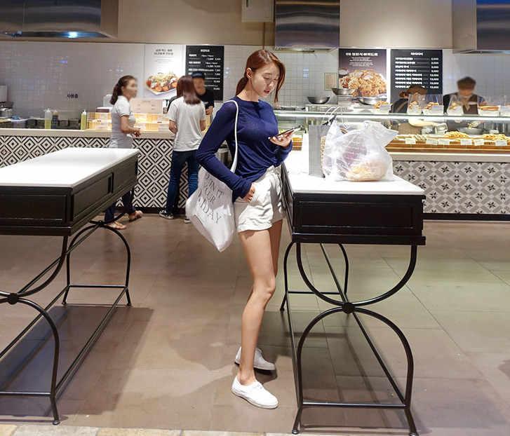 Musim Gugur Kualitas Tinggi Katun Wanita Biru Dasar Kasual Tee Shirt Femme Tee Katun Putih Hitam Tipis Tipis Atas Lengan Panjang atasan Wanita