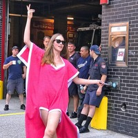f9d4de3292ed Hot Women Windproof Body Wrap Cover Up Bath Towel Spa Beach Skirt Dress  Bathrobe Innovative Beach. Mulheres À Prova de ...