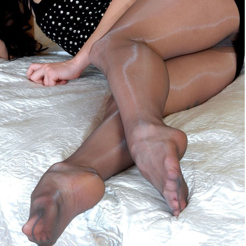brazilian-sexy-ladis-in-pantyhose