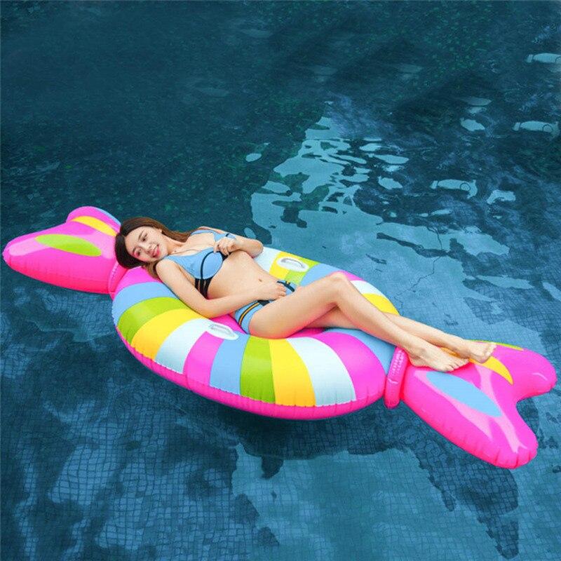 Grand lit flottant gonflable de piscine de salon de rangée de sucrerie, radeaux extérieurs de flotteur de piscine jouet d'été de salon de Floatie de partie