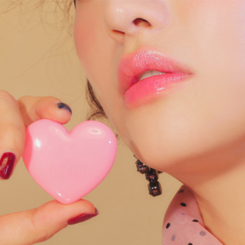 Купить с кэшбэком Love Heart Shape Empty Eyeshadow Case Rouge Lipstick Box Pigment Palette Refillable Foundation Makeup Dispenser New