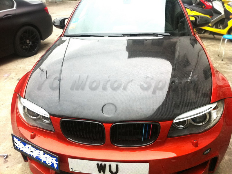 Otomobiller ve Motosikletler'ten Motor Kaputları'de Araba Aksesuarları Fiber Cam FRP RZ 1 M Raze Stil Hood Bonnet Fit 2010 2012 Için 1 M Coupe hood araba styling