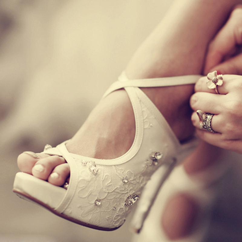 2016 Nicest White Peep Toe Lace Rhinestone Formal Shoes White Platform Bridal Heels Sandals Women's Cross Party Prom Shoes