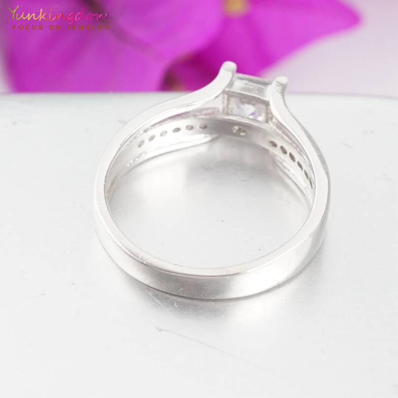 Yunkingdom Charms Rings for Women Clear Cubic Zirconia Crystals Classic Wedding Jewelry Valentines Gifts V0064