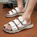 2017 новые летние мужчины пляжные тапочки Корейский белый случайные сандалии кожаные пряжки обувь