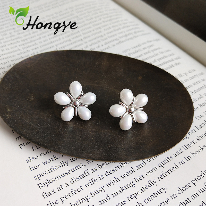 Hongye Floral Pearl Stud Earrings for Women Designer Brand Shell Pearl Sweet Female Ear Nails Genuine Brincos Silver Jewelry