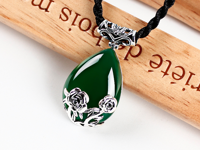 Thai silver vintage green chalcedony pendant female Garnet Pendant Fashion 925 Silver 925 silver green yellow chalcedony agate pendant buckle female sweater chain large round jade pendant