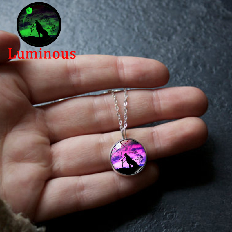 XUSHUI XJ Howling Wolf glow moon necklace Women jewelry Glass Cabochon luminous glow Pendant necklace 2018 NEW