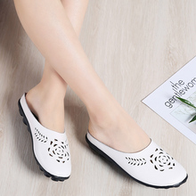купить Breathable Ladies Slip on Shoes Brand Lightweight Leather Black Women Casual Shoes Slippers Fashion White Slippers Women Loafers по цене 1160.21 рублей