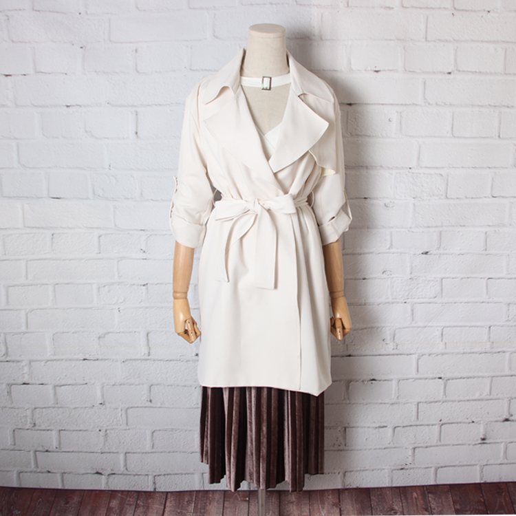 The new spring and summer of 2017 female temperament big lapel button without thick chiffon belt long   trench   coat