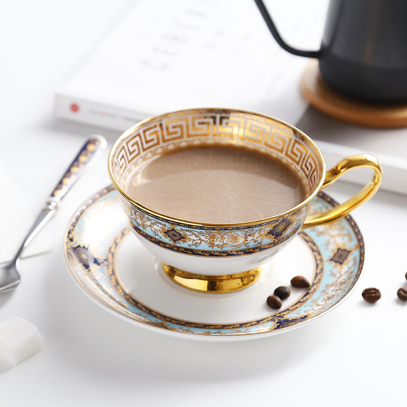 Tasse à café en porcelaine de haute qualité, peinte à la main, avec une soucoupe à la tasse européenne à monture dorée, thé anglais, thé, après-midi, cadeaux