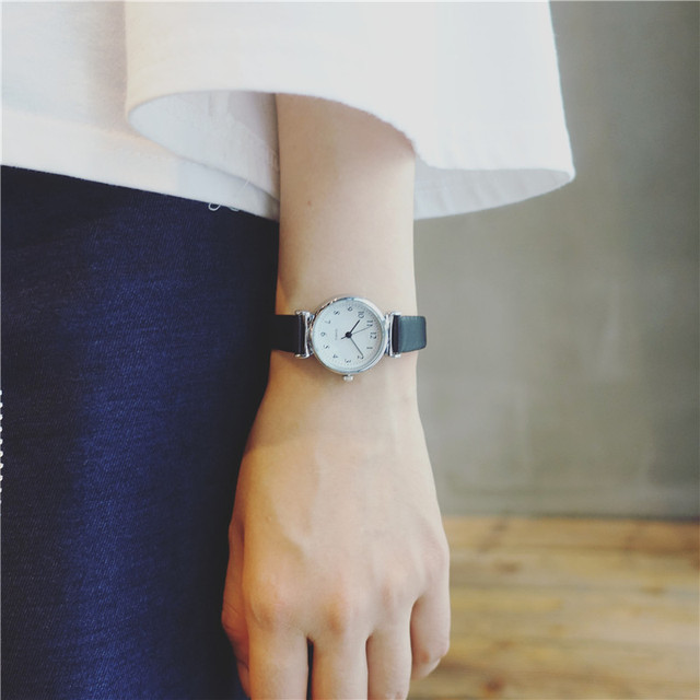 Small dial vintage leather quartz watch women simplicity number scale female bra