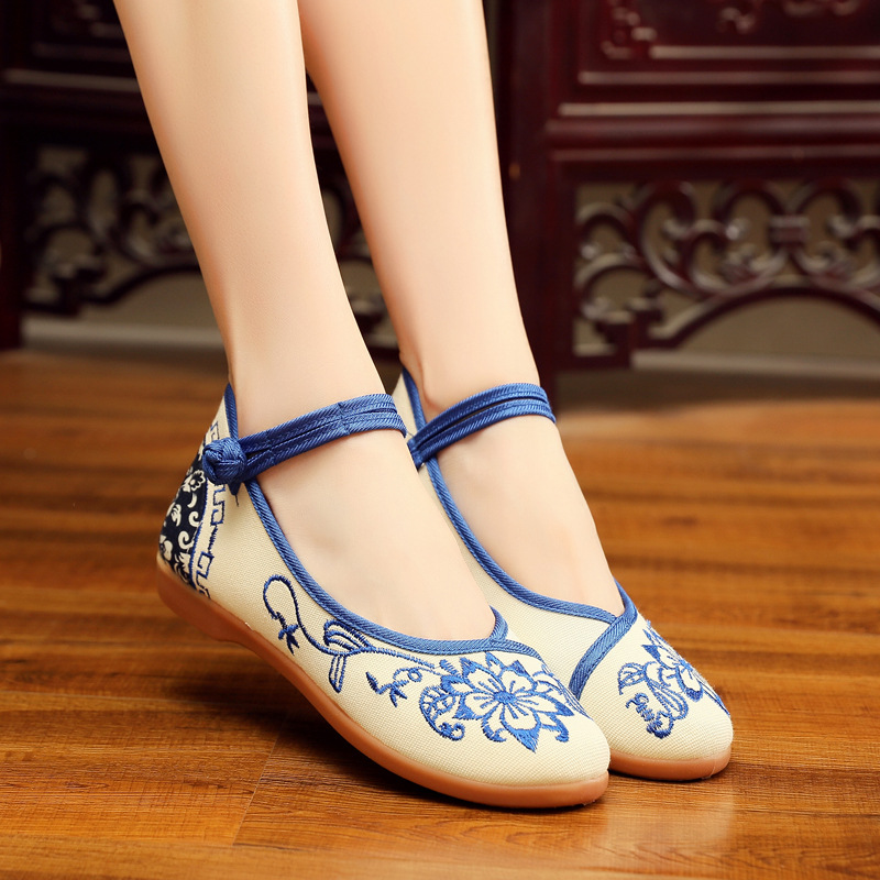 Flats 2018 autumn new mother shoes low to help cloth shoes women's plate with national wind tendon bottom embroidered shoes 2017 spring new embroidered jeans color embroidered national wind low waist jeans trousers