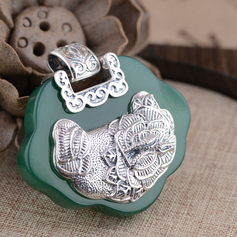 Deer King silver pendant jewelry wholesale S925 silver inlaid natural chalcedony pendant Ruyi lock
