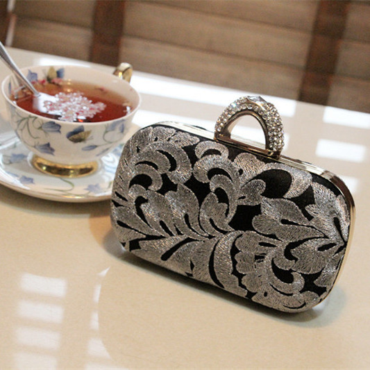 Vintage Embroidery Ladies Gold Evening Bag Crystal Clutch Chain Bags High Quality Diamond Women Wedding Bags Flower Clutch