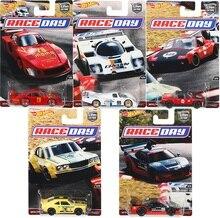 ล้อร้อนรถ 1:64 รถวัฒนธรรมRace Day MAZDA ACURA Collector EditionโลหะDiecastรุ่นรถเด็กของเล่นของขวัญ