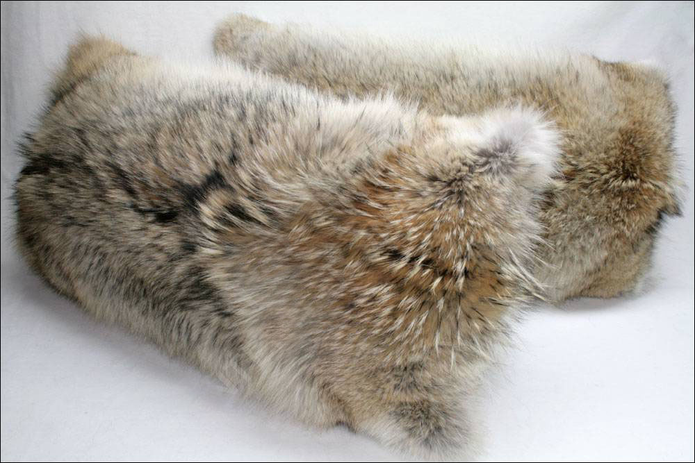 Custom decorative double side real Coyote fur pillow